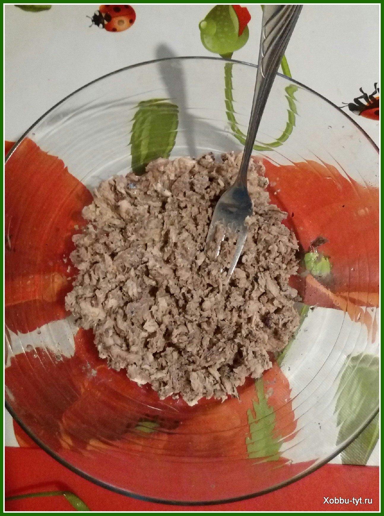 простой салат из рыбных консервов 1