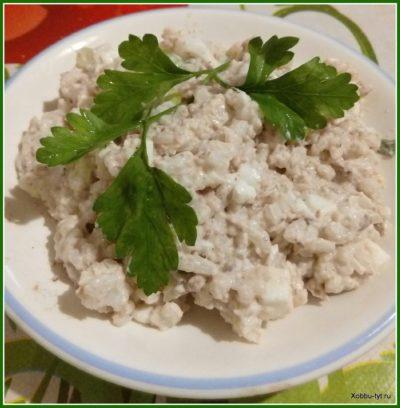 простой салат из рыбных консервов 6